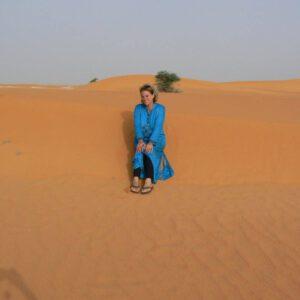 Kameel op de weg - Trea in de woestijn
